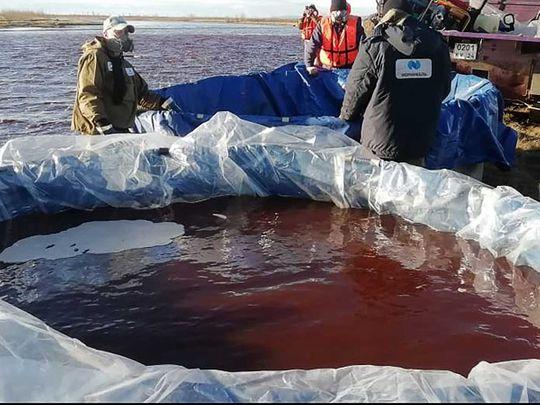 تسرب النفط في القطب الشمالي نهر أمبارنايا خارج نوريلسك