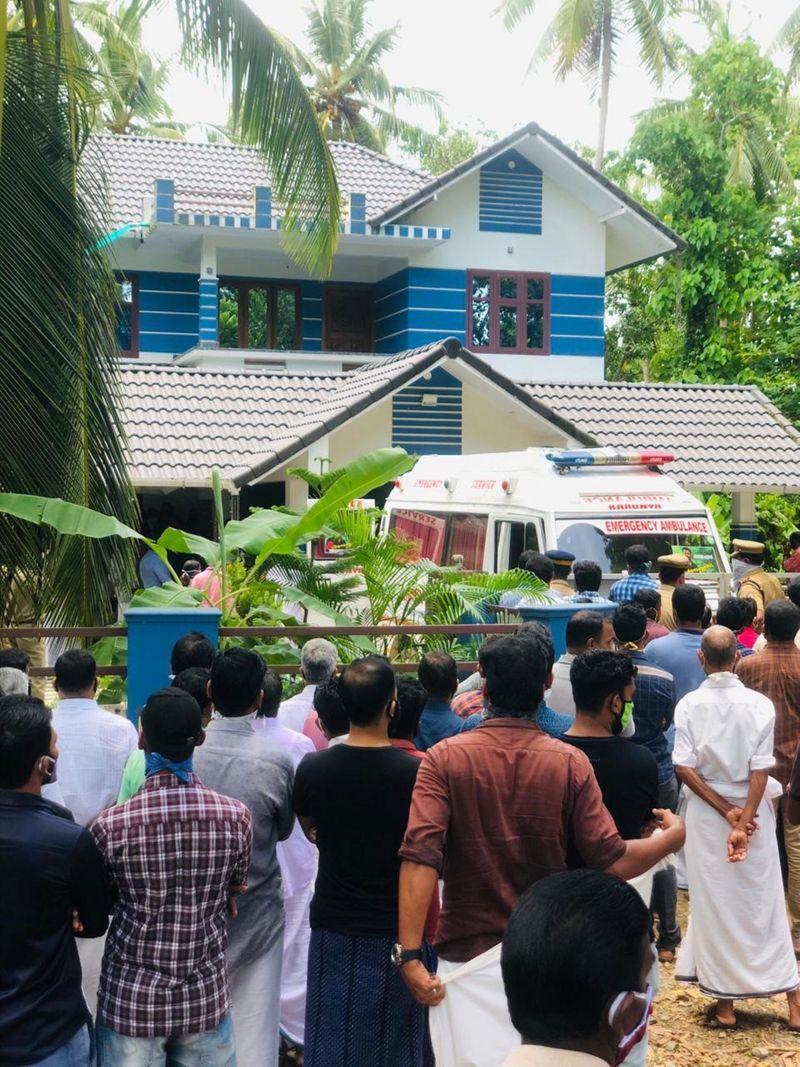 حشد من المعزين يتجمع في جنازة نيثين في ولاية كيرالا يوم الأربعاء