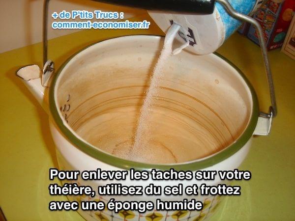 قم بإزالة الآثار في إبريق الشاي بالملح