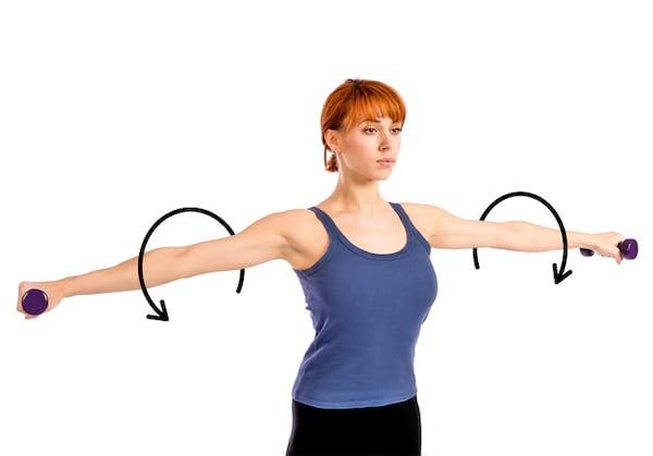 دورات مع الذراعين لتقوية الظهر