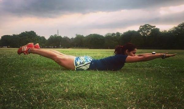 عقد وشد الظهر لبناء العضلات