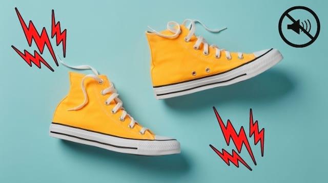حذاء أصفر يصدر صريرًا أثناء المشي