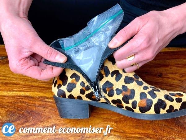 عن طريق التجميد ، يجعل الماء من الممكن تكبير الأحذية الصغيرة جدًا.