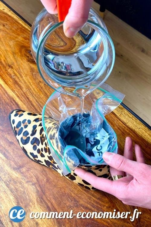 الحيلة السحرية لصنع أحذية صغيرة جدًا باستخدام أكياس الماء والفريزر.