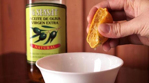 منتج لتنظيف الأثاث الخشبي يعتمد على زيت الزيتون والليمون