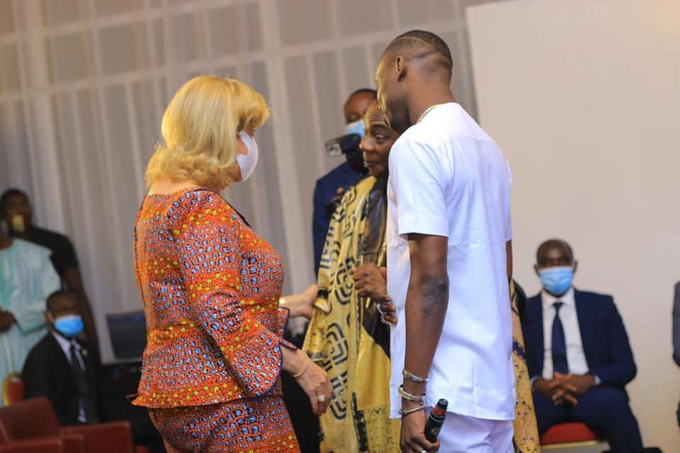 ساحل العاج: سيديكي دياباتي إلى جانب السيدة الأولى من أجل قضية نبيلة