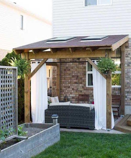 ستائر لحماية الشرفة من أشعة الشمس