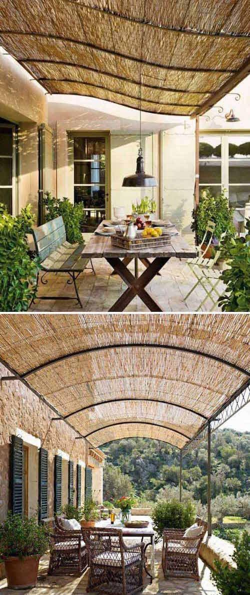 ستائر من الخيزران توضع على عريشة للحماية من أشعة الشمس