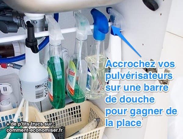 زجاجات مخزنة تحت الحوض مع شريط
