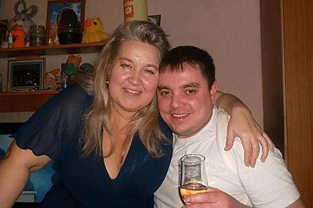 يُزعم أن امرأة روسية خنقت زوجها حتى الموت بأردافه