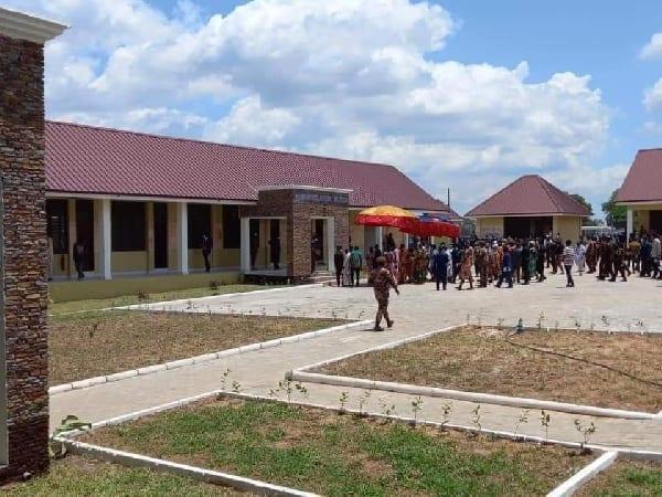 كنيسة في غانا تبني سجنًا بمرافق متطورة (صور)