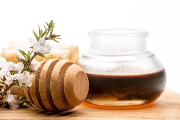 جرة من عسل مانوكا العلاج الطبيعي