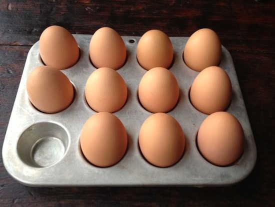 كيف أطبخ عدة بيضات مسلوقة في نفس الوقت؟