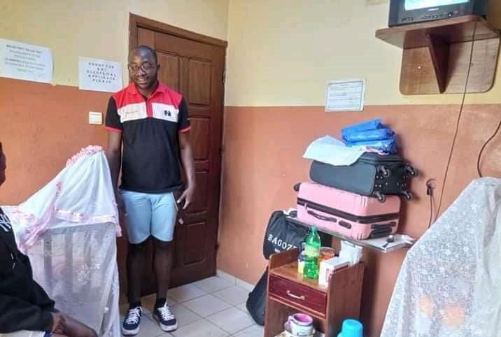 الكاميرون: بشرى سارة للأختين التوأمين اللتين تبلغان من العمر 16 عامًا ، وهما حاملتان من نفس الصبي