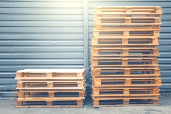 أين يمكنني أن أجد المنصات الخشبية المجانية؟