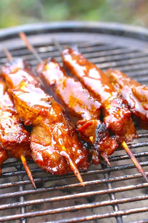 سيخ لحم الخنزير المزجج للشواء
