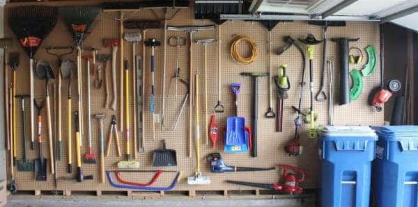 لوحة مثقبة لتخزين جميع الأدوات
